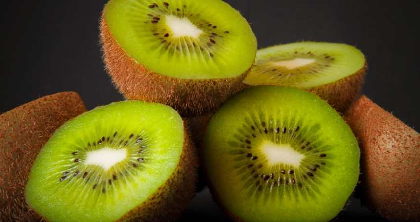 can you eat the whole kiwi