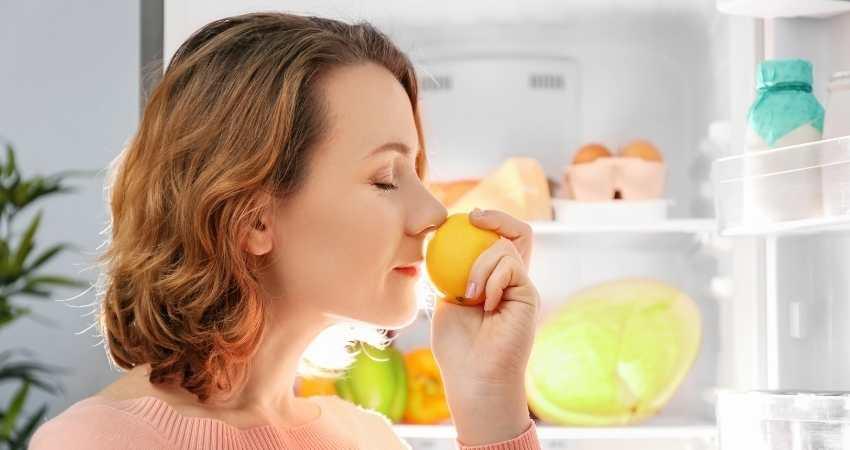 do lemons last longer in the fridge or out