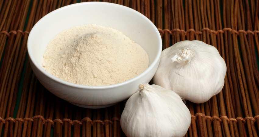 why does garlic powder get hard
