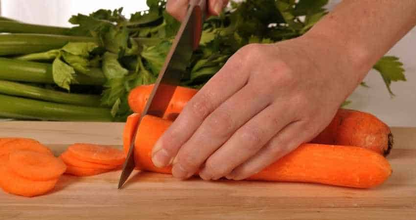 cutting and storing carrots